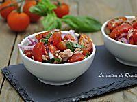 Insalata di pomodori, cipolla e tonno