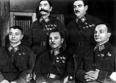 De vijf maarschalken van de Sovjet-Unie in 1935. V.l.n.r. Toechatsjevski, Boedjonny, Vorosjilov, Blücher, Jegorov. Jegorov en Blücher zaten in het het tribunaal dat Toechatsjevski ter dood veroordeelde. Een jaar later werden zij zelf gearresteerd en ter dood gebracht.