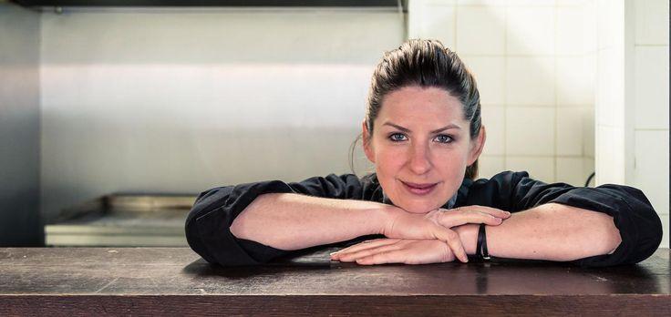 La Californienne Kristin Frederick, star de la cuisine de rue et pionnière en matière de food truck en France, a décidé de troquer Le Camion qui fume contre un restaurant 100 % santé accolé à un potager urbain. Portrait.