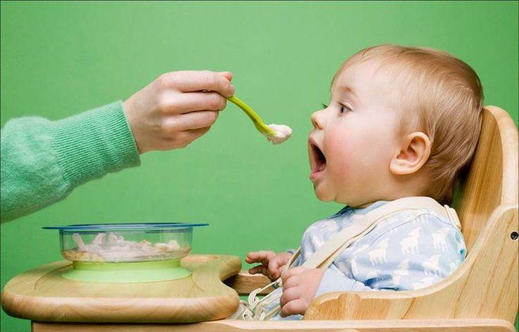Bổ sung dinh dưỡng cho trẻ sau cai sữa   Khi cai sữa cho trẻ người mẹ cần chú ý tiến hành từng bước đồng thời với việc tăng thêm thức ăn phụ giảm thiểu số lần cho con bú thời gian cho con bú để tránh cho trẻ cảm giác bị hẫng hụt và khó chịu do thèm sữa mẹ.  Thông thường trong khoảng thời gian từ 4  6 tháng tuổi trẻ không cần ăn thêm gì vì trong sữa mẹ đã có đầy đủ chất dinh dưỡng để trẻ phát triển bên cạnh đó sữa mẹ còn chứa những yếu tố quan trọng bảo vệ cơ thể mà không một thức ăn nào có…