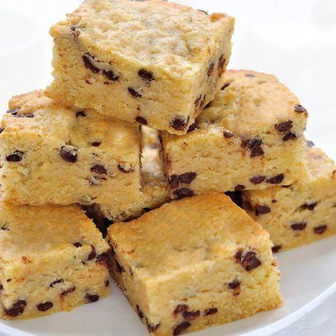 Estos bocaditos de galleta y chocolate se conocen como blondies y la receta es fácil. Son una mezcla entre cookies y brownies, como brownies de galleta.