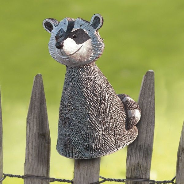 Der Pfostenhocker Waschbar Wird Fur Keimzeit Exklusiv Von Unserer Kunstlerin Mit Viel Liebe Zum Detail In 2020 Garden Art Sculptures Garden Fence Art Garden Art Crafts