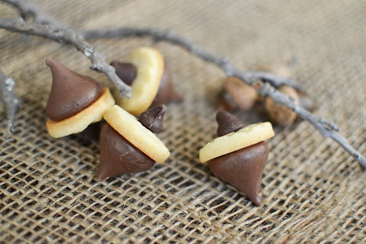 Make bite-sized acorn cookies with this step-by-step tutorial from Sweet Society
