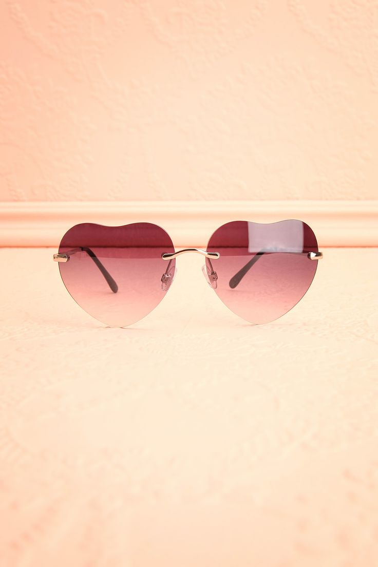 """Dans ses écouteurs résonnaient les paroles des Beatles: «All you need is love, love, love is all you need.» The Beatles's words were resonating in her earphones: """"All you need is love, love, love is all you need."""" Grey heart-shaped sunglasses www.1861.ca"""