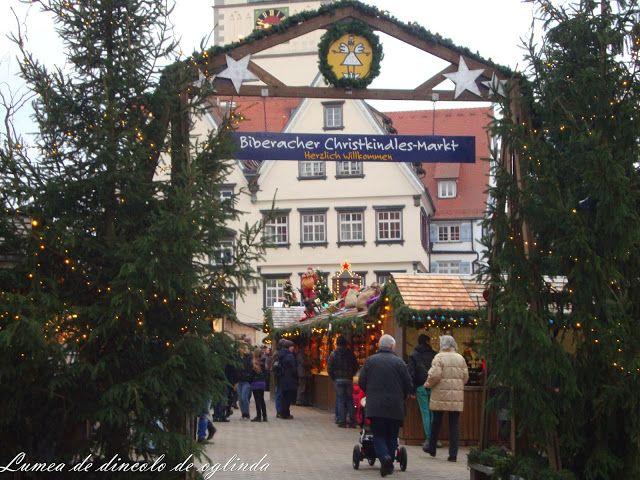 Lumea de dincolo de oglinda: Christkindlesmarkt a Biberach an der Riß, in Germa...