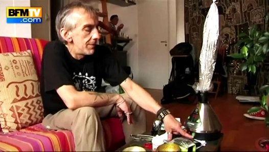 Cette vidéo sur l'usage thérapeutique du cannabis en France regroupe différents extraits diffusés en 2014. Vous y retrouverez notamment le témoignages de plusieurs patients consommateurs de cannabis médical tels que Bertrand Rambaud, l'interview de médecins tels que le Dr Patrick Pelloux, ou encore la rencontre avec des membres d'associations pour l'usage médicinal des cannabinoïdes en France, telles que Principes Actifs ou l'UFCMed…