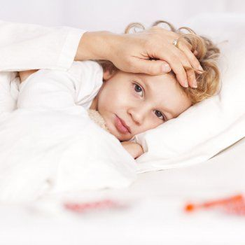 ¿Cómo afecta la encefalitis a los niños?