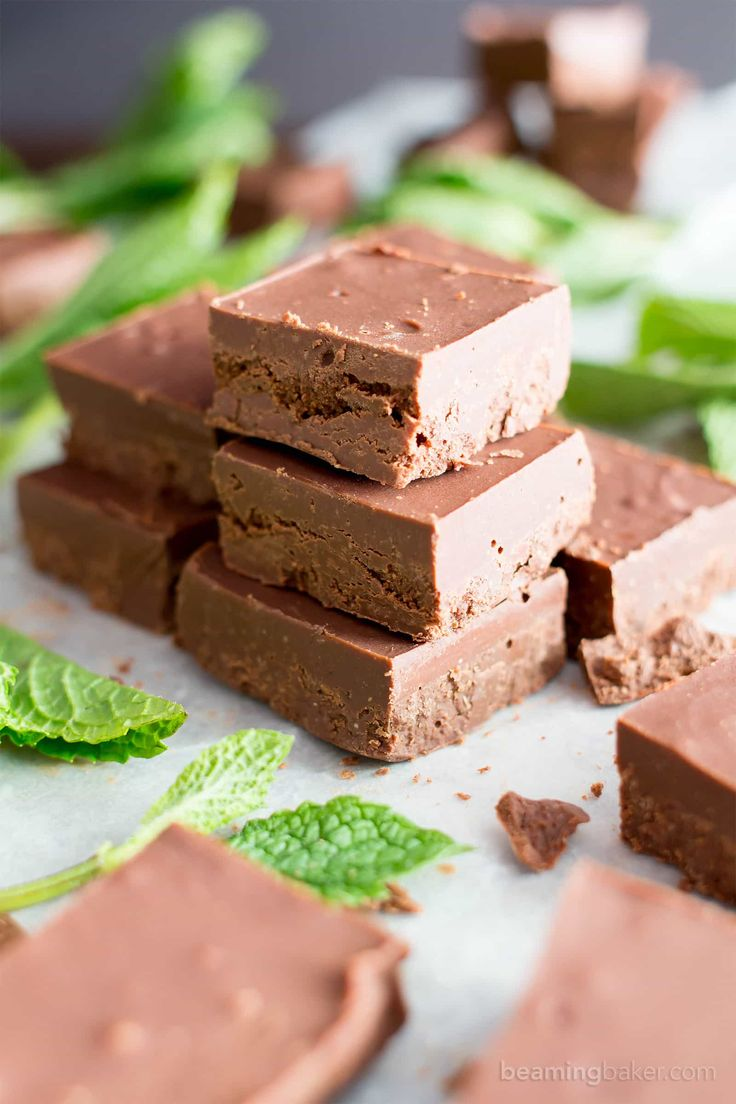 5 Minute Easy Peppermint Fudge (V, GF): a 3 ingredient recipe for creamy, thick indulgent chocolatey fudge squares made with healthy ingredients! #Paleo #Vegan #GlutenFree #DairyFree #HealthyHolidayDesserts | Recipe on BeamingBaker.com