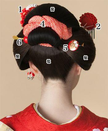 日本髪::::how to adorn traditional Japanese hair part2 The Kanoko : bending and tying in , you can decorate the back shot . 5. Before comb - flat casting set : I am plugged into the roots of bangs and topknot . 6. Ball hairpin : You inserted horizontally to flat out hairpin and symmetry .