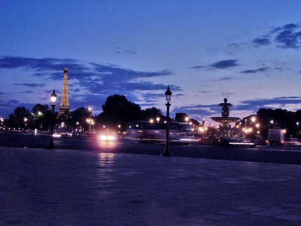 Place de la Concorde – Plac Zgody, jedna z atrakcji zabytkowych Paryża. Zobacz jak wyglądała jego burzliwa historia i gdzie warto zatrzymać się na tym placu