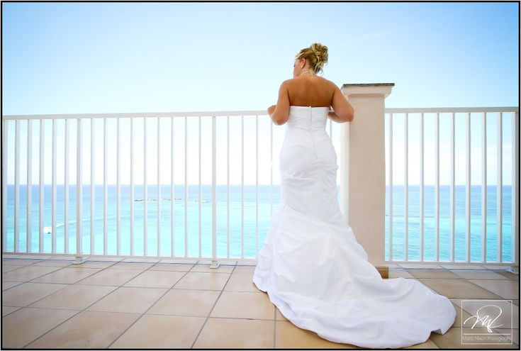 Riu Palace Paradise Island Wedding Bride Looking 12 Stories Down At The Ceremony Site On