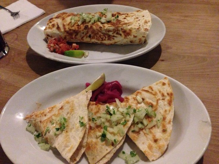 Mexican cuisine with such clasics like tacos, quesadillas or burritos. Plus great drinks and low prices.