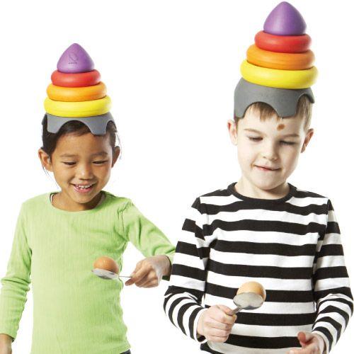 #handicapmental LE CHAPEAU DE CLOWN - Il n'est pas facile de garder l'équilibre avec quelque chose sur la tête ! Ce chapeau de clown permet de prendre conscience de son corps et de faire attention à sa posture. Sa forme le rend facile à utiliser et ses pièces toutes douces ne risquent pas de faire mal en tombant.