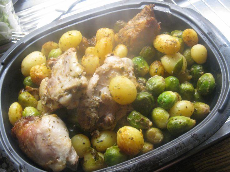 supersimpel en erg lekker gezond. - een braadzak en kruiden - zakje spruiten - zakje krieltejs - 4 kippendijtjes Doe alles in de zak met de kruiden. Doe het vervolgens voor een half uur tot 35 minuten in de oven op 200 graden Eet smakelijk!!