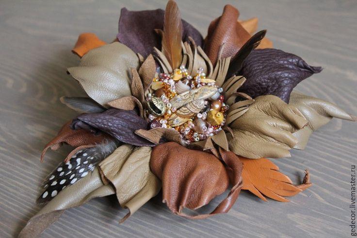 Купить Брошь-цветок - охотничья, коричневая, натуральная кожа, натуральные камни, металлическая фурнитура, перья