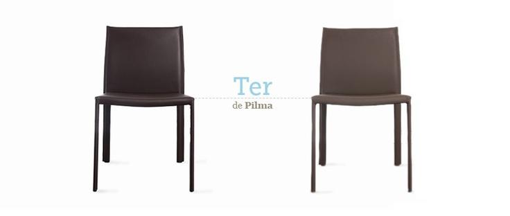 Silla Ter de Pilma. Muy ligera, minimalista y acabada en cuero. Colores: negro, marrón y gris