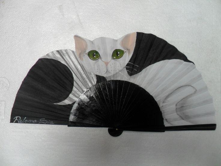 Abanico pintado a mano por Paloma Sia