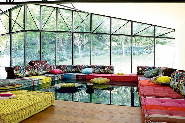 """Mix & match! Sofa """"Mah Jong"""" aus großen, handgefertigten Sitzkissen, je 95 x 95 x 19 cm groß."""
