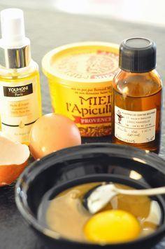 Ingrédients : 3 càc d'huile de ricin - 3 càc d'huile d'argan - un jaune d'œuf 1 càs de miel (pas plus sinon ça colle trop)