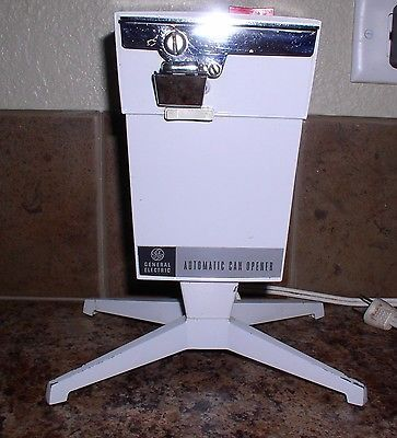 Vintage GE ELECTRIC AUTOMATIC CAN OPENER TABLE TOP PEDESTAL 14EC10 NICE