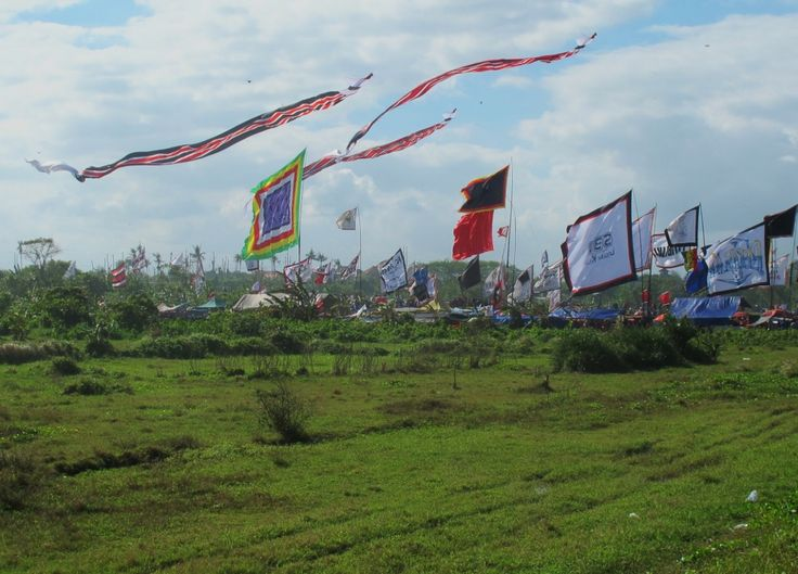 #Sanur Kite Festival 2013 - a spectacular annual festival of all shapes, sizes, colour and tradition. Made by local communities, the Balinese believe that flying the kites carry messages into the sky to the Gods. #culture #Bali