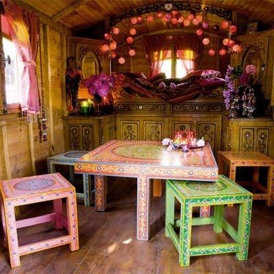 mogelijke inrichting boomhut laat de kinderen lekker hun eigen meubels schilderen