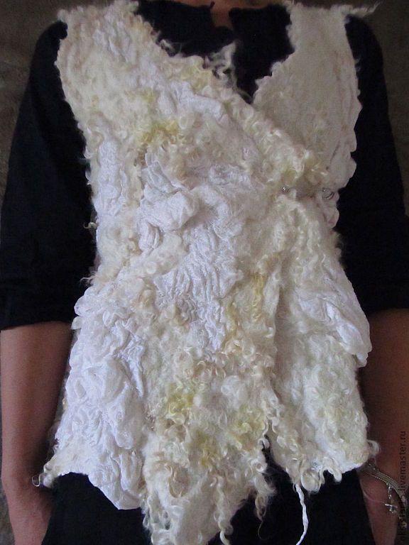 """Купить Валяный жилет """"Белый шик"""" (нуно-войлок) - белый, абстрактный, жилет, нунофелтинг, нуновойлок"""