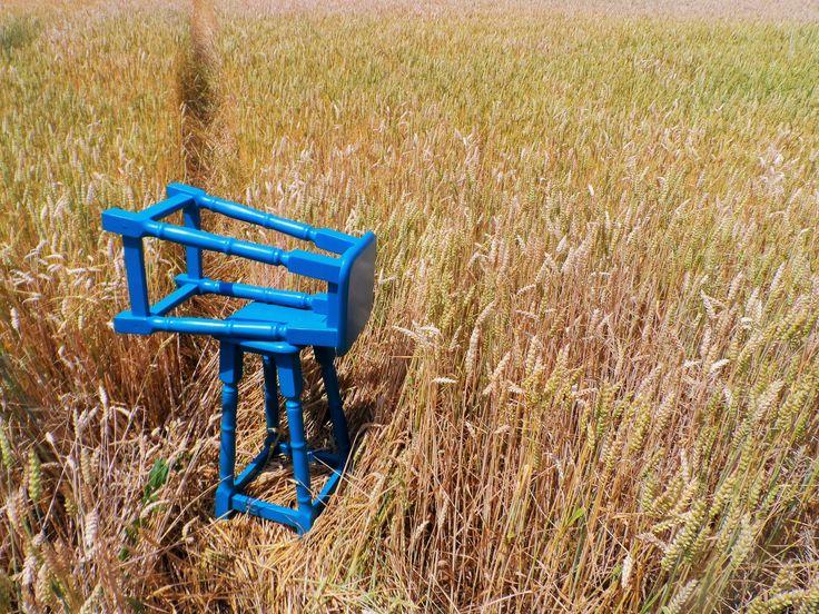 "Blue stools: coppia di sgabelli in legno dipinti a mano con vernice a base d'acqua, tinta ""blu atollo"" (ottanio). #chair #homemade #hobby #woodworks #wood #handmade #blue #interior #home #stools"
