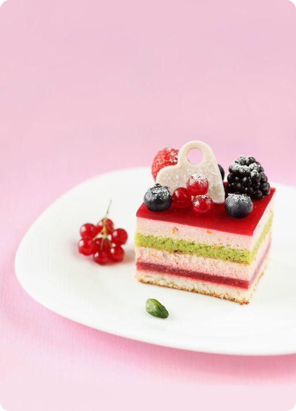 торт с лесными ягодами