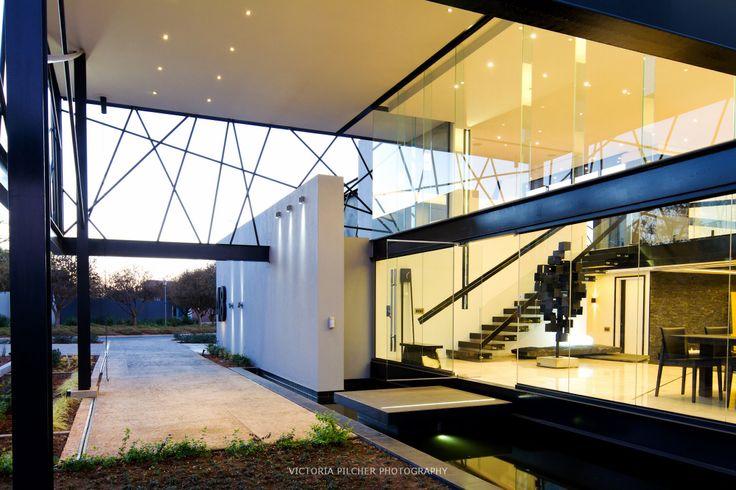 Entrance portico  House Ber - Nico van der Meulen Architects