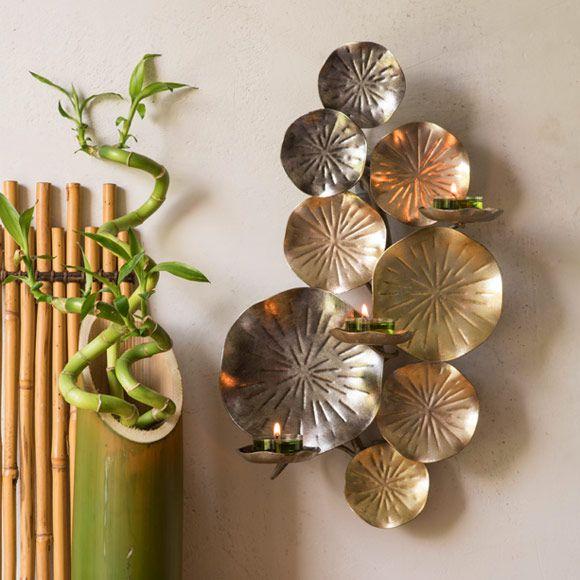 P92067  Lootus-seinälampetti  Metallia, pinnassa eri metallien hohdetta. Korkeus 40 cm. Yhteensopivat kynttilät: Tuikkiva