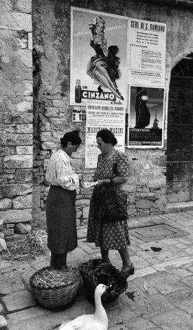 Italian Vintage Photographs ~ #Italy #Italian #vintage #photographs #culture ~ Per le strade di Assisi, 1950