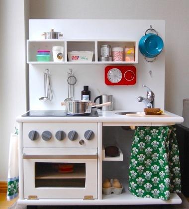 Einer unserer all-time-favourites: Die selbstgemachte Kinderküche.  http://www.1-2-do.com/de/projekt/Die-selbstgebaute-Kinderkueche-/bauanleitung/582/