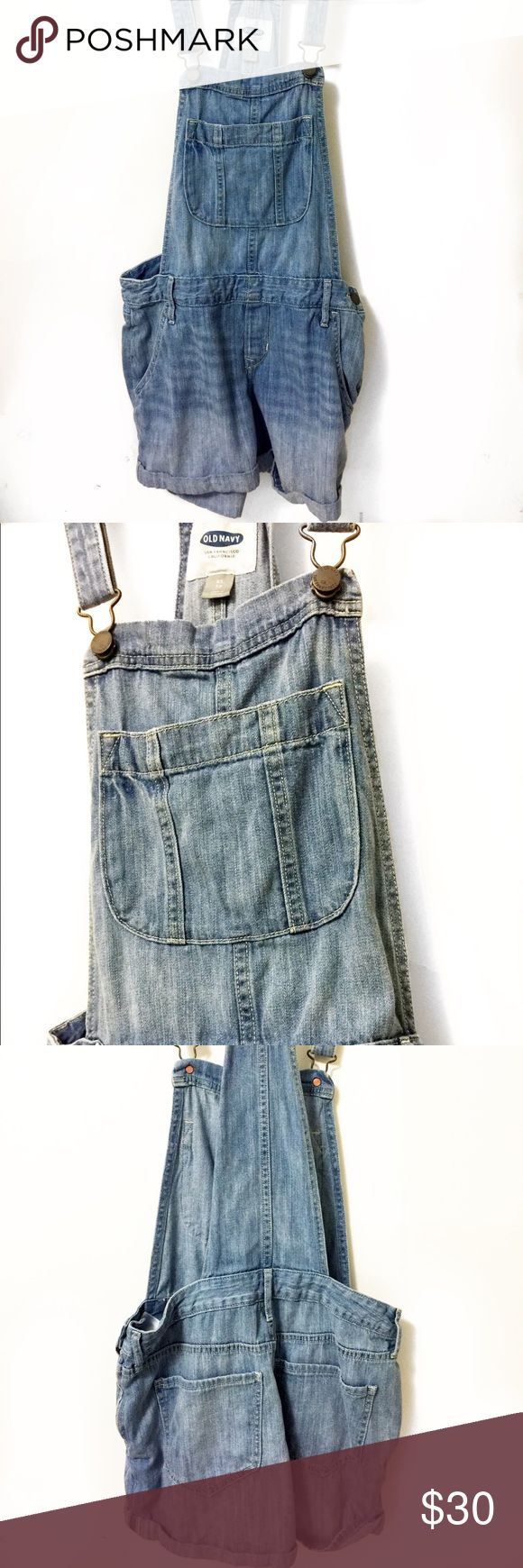 Old Navy Light Blue Jean Overall Shorts -XS Overall blue jean shorts   Good condition    Pre-owned   Brand - Old Navy   Size - XS  Hips 14.5''  Length 21''  Inseam 2'' Old Navy Jeans Overalls