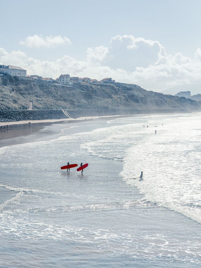 La maison de Gilles & Boissier a Biarritz La côte des Basques, «la plage historique du surf en Europe»,pour Patrick Gilles, surfeur passionné.