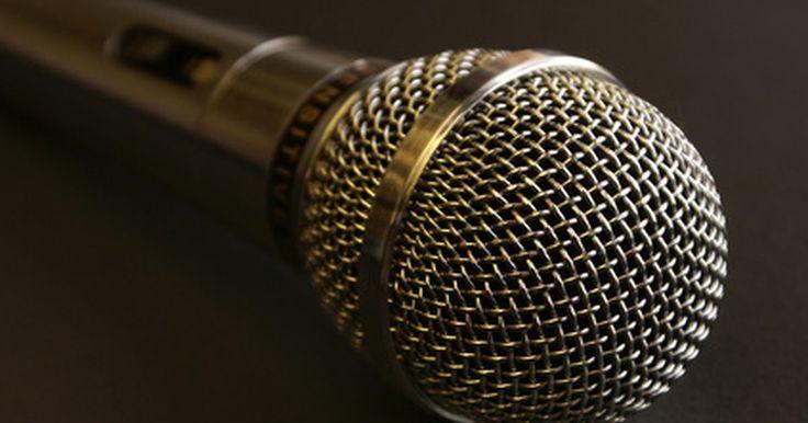 Como conectar um aparelho de karaokê a um home theater com som surround. Os aparelhos de karaokê com saídas de áudio podem ser conectados a um sistema de som surround e home theater para amplificar o vocal e a música de acompanhamento. Um conjunto padrão de cabos estéreo tipo RCA com plugues de 6 mm em cada ponta pode ser usado para conectar o aparelho de karaokê ao receptor de som surround em menos de um minuto. ...