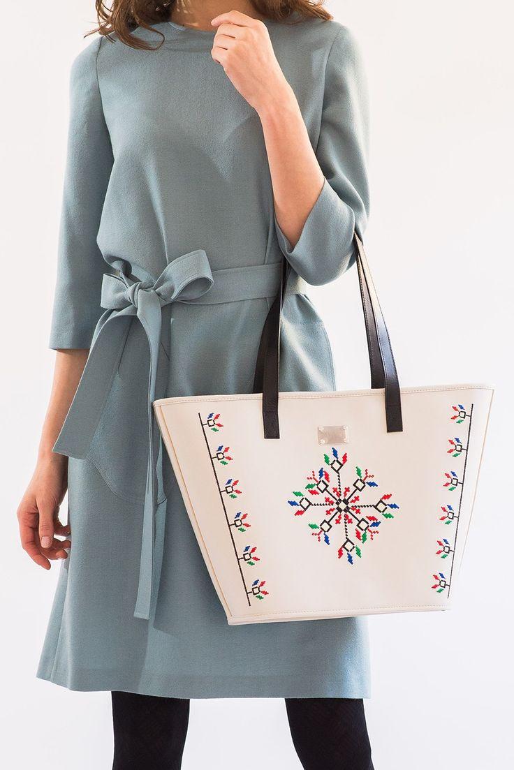 Dor de Oltenia, geanta din piele naturala brodata cu motive traditionale romanesti
