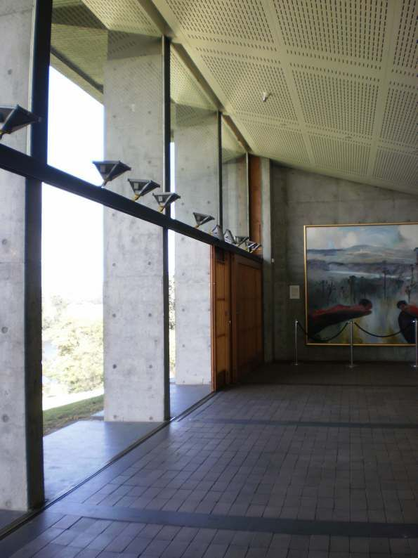 Glenn Murcutt - Riversdale, Shoalhaven River. Detail of main hall.