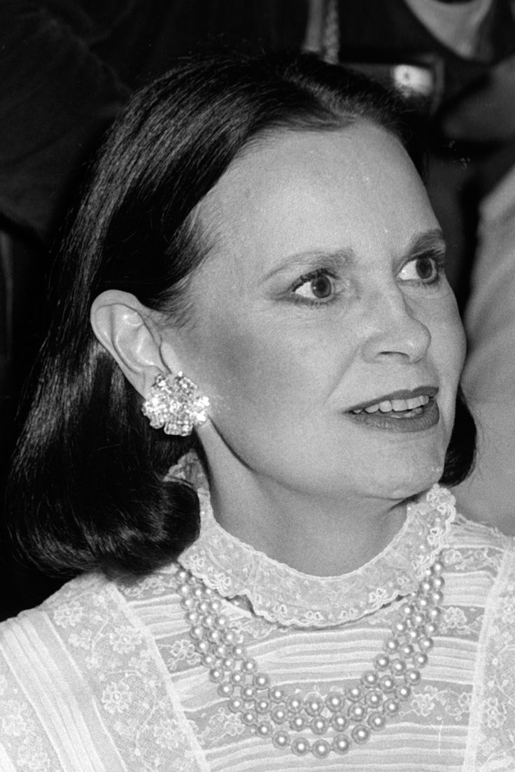 Nyc apartment cooper and vanderbilt at carter s funeral service above - Gloria Vanderbilt Through The Years