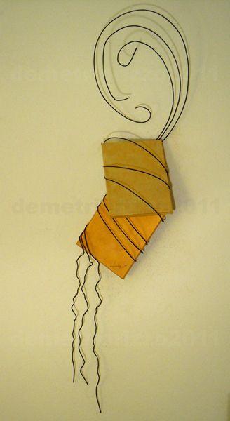 Wire sculpture by Demetrio Rizzo: Il dilemma - 2011 - wire & canvas - Size: 40x100x20cm