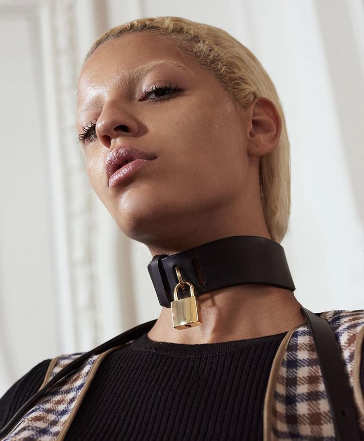 FLEET ILYA PADLOCK COLLAR FEATURED IN AQUASCUTUM SS17 COLLECTION AT LONDON FASHION WEEK  PICTURE BY LUCIEROXXX #londonfashionweek #LFW #SS17 #aquascutum #fleetilya #choker #leathernecklace