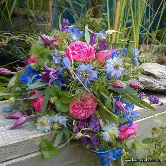 bruidsboeket druppel paars blauw roze veldbloemen