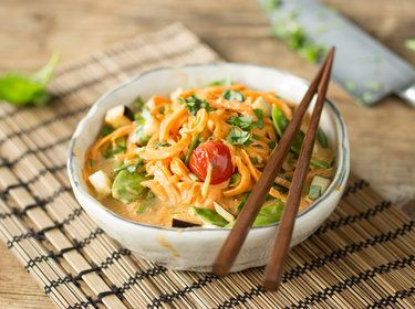 Rotes Thai Curry mit Süßkartoffel-Nudeln_mag
