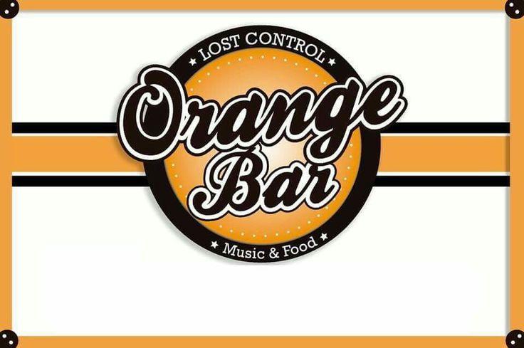 Hoy tenemos por delante una noche increíble como siempre en el Naranja 🍊🍊🍊🍊.  Noche rock & disco 80s y 90s.  DJ ESTEBAN ALTERNA.  Además como siempre 2x1 en pintas hasta las 20 30hs  de todos nuestros sabores y marcas #ANTARES #BERLINA #LALOGIACERVECERA.  12 sabores distintos para todos los gustos.  Además cocina abierta toda la noche, la mejor coctelería de autor y más de 25 etiquetas de cervezas envasadas de todo el mundo.  Orange bar tu lugar diferente en San Martín.