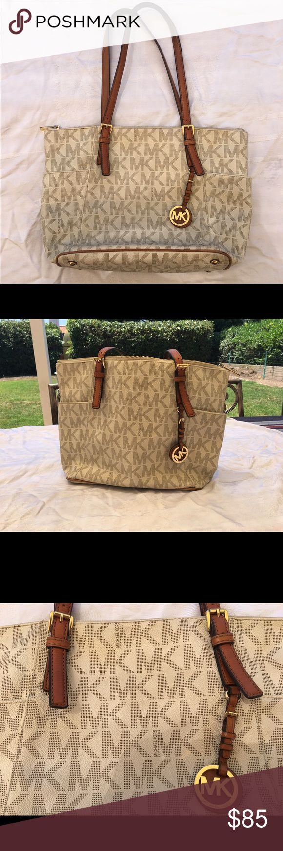 MICHAEL Michael Kors Jet Set Logo Tote MICHAEL Michael Kors Jet Set Logo Tote! Really great condition. Some very minimal wear on shoulder strap, edges of bag, for example. MICHAEL Michael Kors Bags