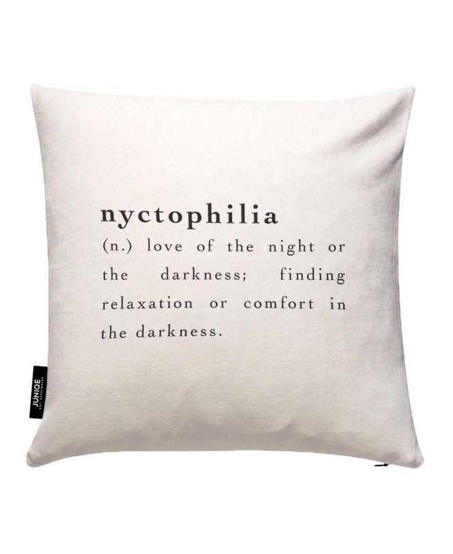 Nyctophilia als Kissenbezug von JUNIQE | JUNIQE