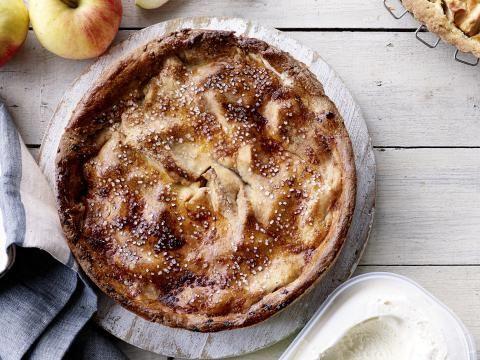 Recept: gesloten appelvlaai met laagjes pudding en appelmoes