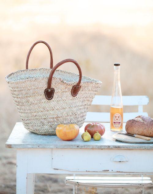 cesti più cose belle più cose buone e cose saneFrench Marketing Baskets, Summer Style, Summer Picnics, Baskets 2, Picnics Inspiration, Beach Picnics, Beach Summertime, Bags, French Style