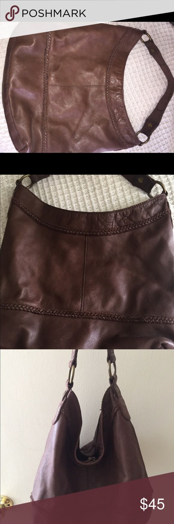 Lucky brand purse In great condition! Lucky Brand Bags Hobos