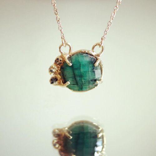 Gold, raw diamonds, and emerald. #tgif #necklace 香港フォーシーズンズ限定ネックレスはエメラルドに原石ダイヤモンドの贅沢な一点もの🌟#pigeondynamite #jewelrygram #giftforher #handmadeinnyc #handmadejewelry #oneofakindjewelry #jewelrylovers #madeinnyc #giftideas #jewelry #uniquejewelry#ギフト...
